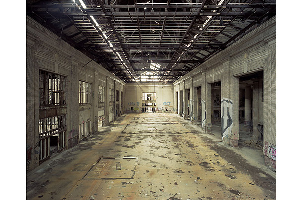 Photograph by Sean Hemmerle from the Remains of Detroit Series. seanhemmerle.com
