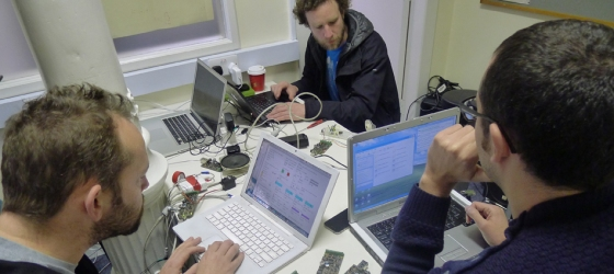 Image from Recyclism Hacklab's e-waste workshop.