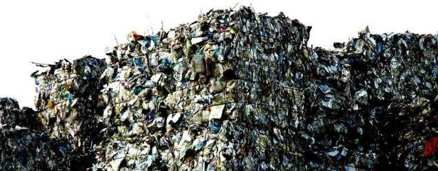 trash_mountain_by_Kuschelmieze