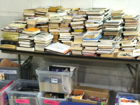 Bloomberg's tweeted photo of neatly organized books